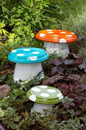 20 Terra Cotta Clay Pot DIY Project for Your Garden11-Terra cotta Mushroom Toadstool