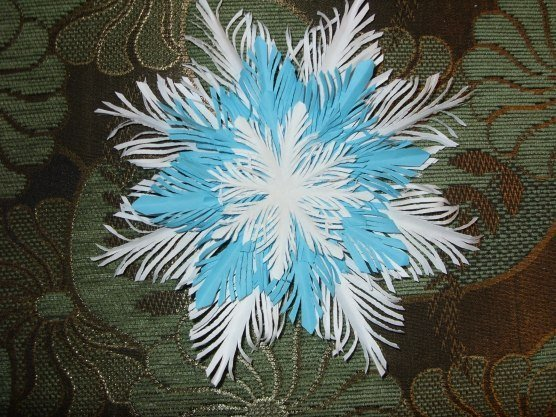 How to DIY Paper Feather Snowflake1