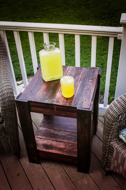 20+ Outdoor Pallet Furniture DIY ideas and tutorials-DIY pallet end table
