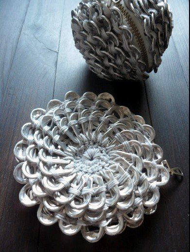 Crocheting With Pop Tabs : Fab Art DIY Crochet Pop Tab Flower Purse Free Pattern