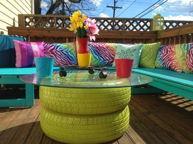 DIY Painted Outdoor Tire Table--20+ DIY Ways to Repurpose Old Tires for Home and Garden