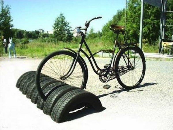 DIY Tire Bike Storage-20+ DIY Ways to Repurpose Old Tires for Home and Garden