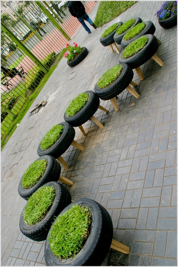 DIY Grass Tire Stools--20+ DIY Ways to Repurpose Old Tires for Home and Garden