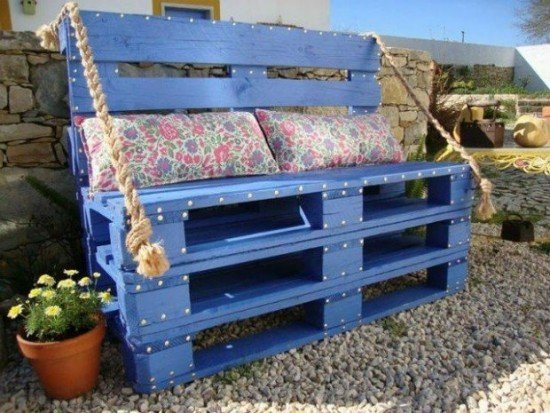 20+ DIY Outdoor Pallet Furniture Ideas and Tutorials-Upcycled Wooden Pallets Bench
