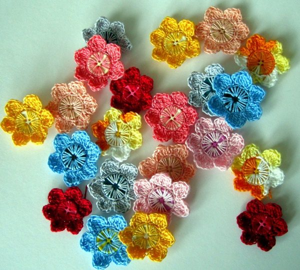 DIY Crochet button flower free pattern tutorial with video