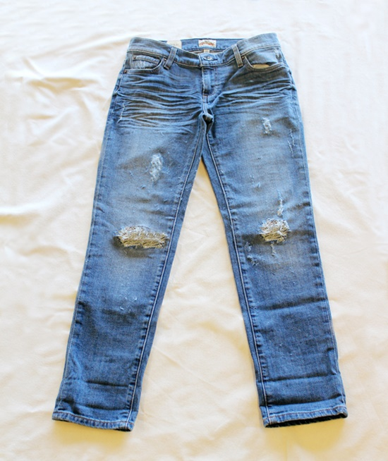 20+ Fabulous DIY Ideas and Tutorials to Refashion Your Old Jeans - Distressed Jeans D.I.Y Tutorial
