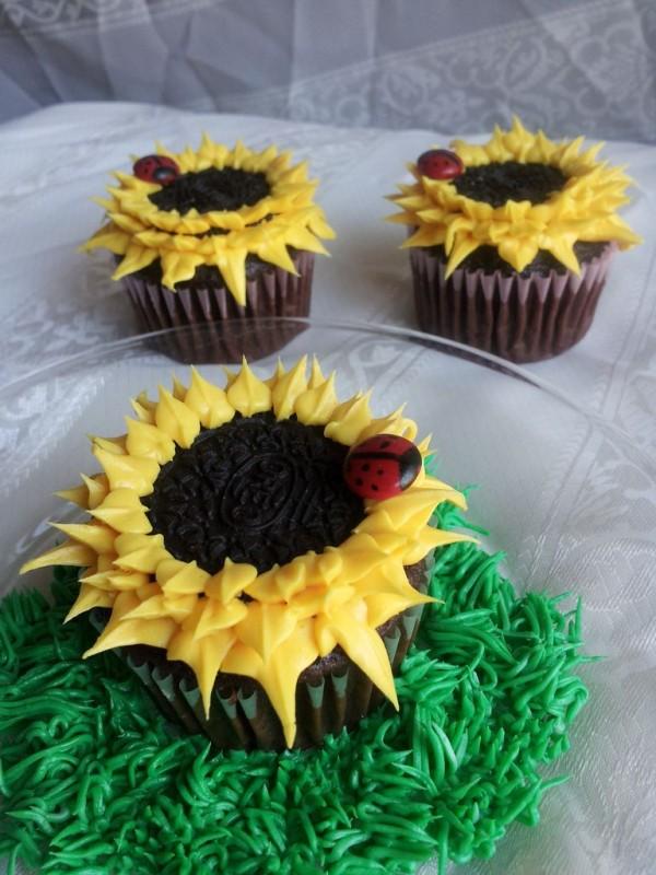DIY Oreo Sunflower Cupcakes Tutorial