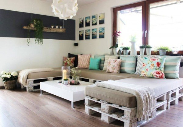 DIY Pallet Home Decorating and Furniture Projects and Tutorials - DIY Pallet Sofa Lounge