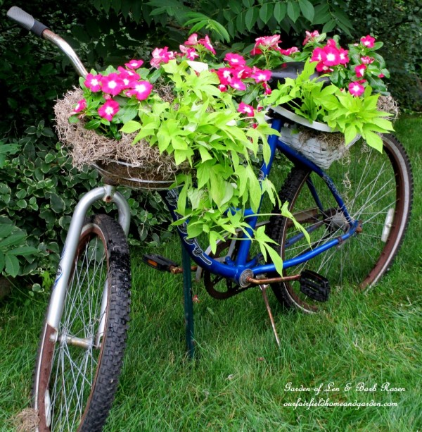 20 Fabulous Art DIY Garden Projects for This Spring - DIY Bicycle Planter tutorial