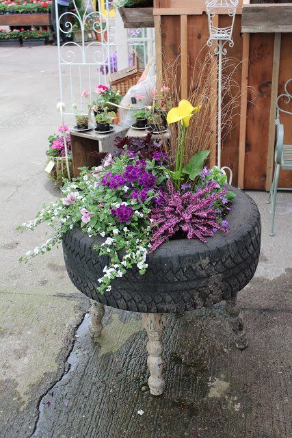 20 Fabulous Art DIY Garden Projects for This Spring - Flower tire planter