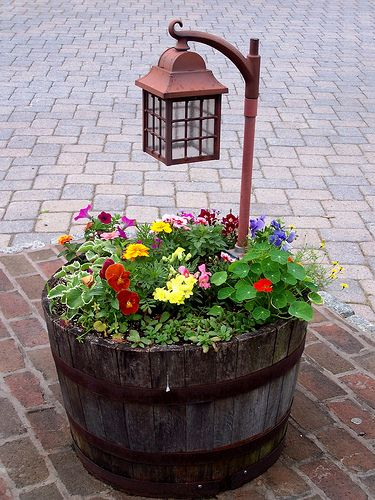 20 Fabulous Art DIY Garden Projects for This Spring - barrel planter with lamp post