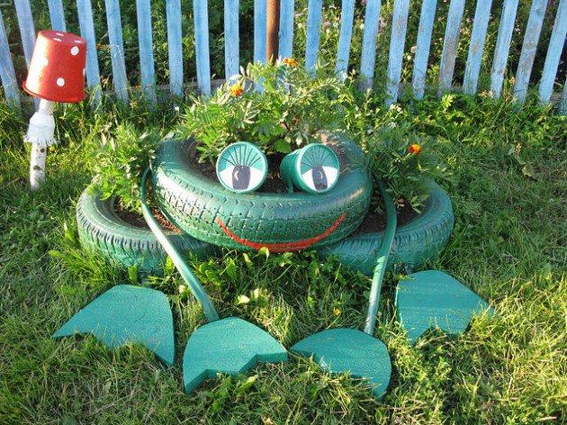 20 Fabulous Art DIY Garden Projects for This Spring - frog tire garden art