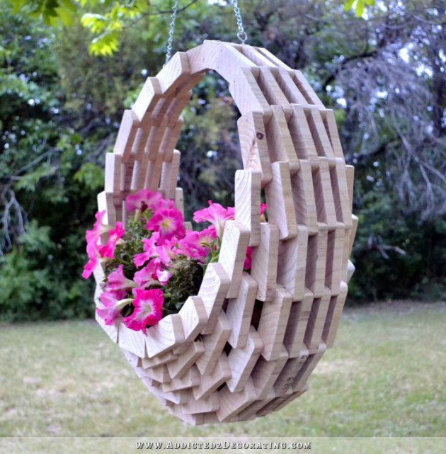 20 Fabulous Art DIY Garden Projects for This Spring - wooden basket planter