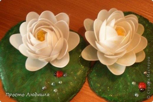 Diy plastic spoon waterlily flower for Flowers made out of plastic spoons