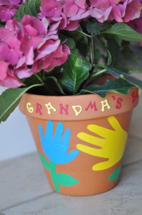 Hand & Footprint Art DIY Ideas and Projects - handprinted Flower Pot DIY tutorial