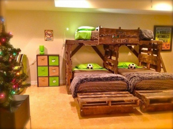 20 diy kids pallet furniture ideas and projects for Recamaras hechas con tarimas