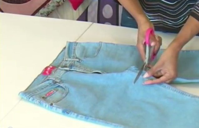 How to DIY Jean Bag Out of Recycled Jeans