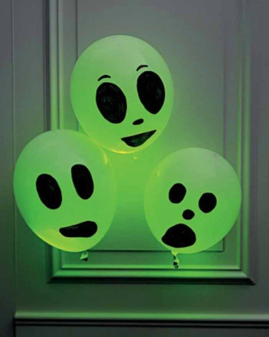 diy glowing balloon ghosts tutorial 40 easy to diy halloween decorating ideas - Easy Halloween Decoration Ideas