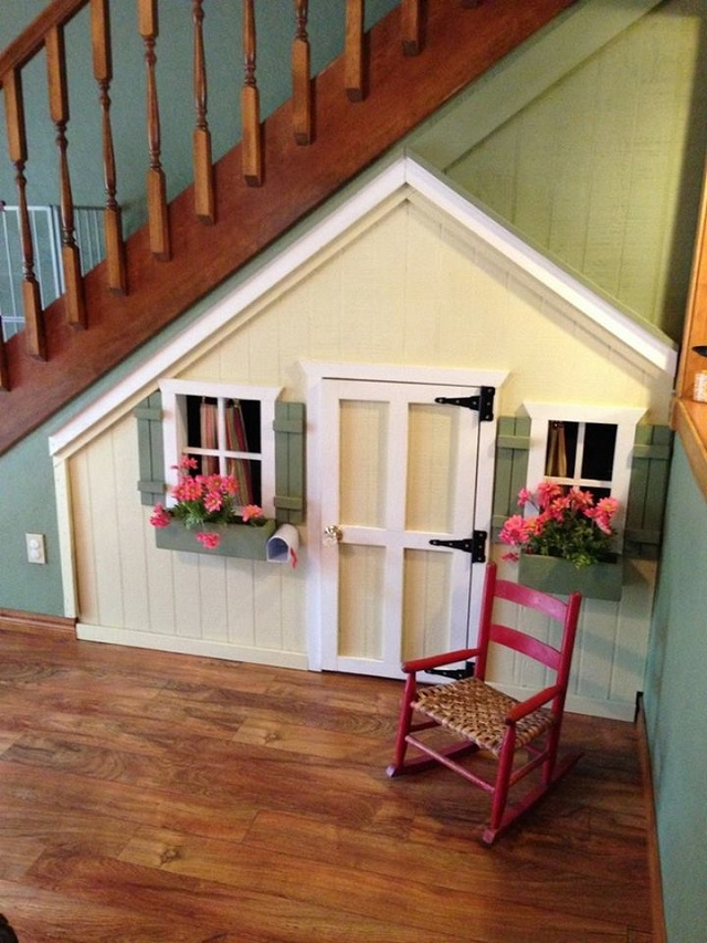 10 Incredible Kids Under Stair Playhouse DIY Ideas