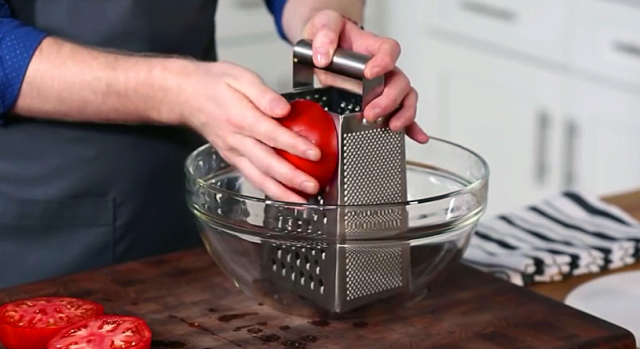 DIY How to Make Fresh Tomato Sauce