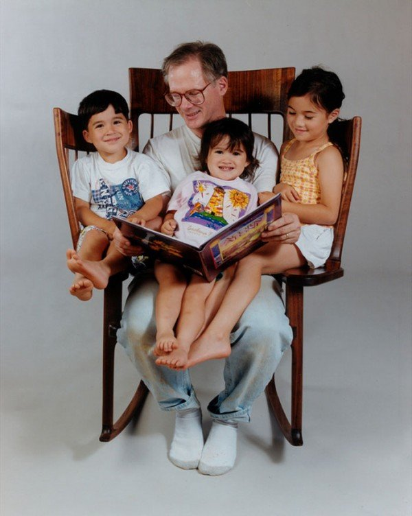 Dad Builds Triple Rocking Chair So He Could Read To His 3 Kids