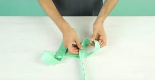 Here's How To Tie A Tie In Less Than 10 Seconds