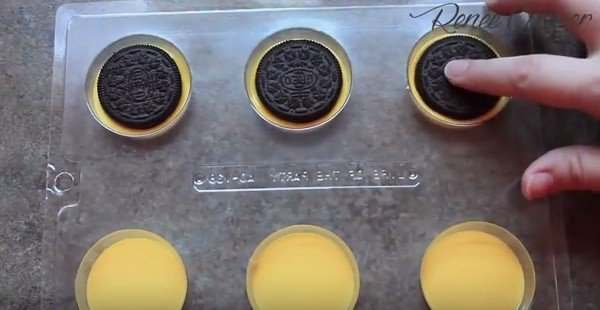 DIY Chocolate Minion Oreos Dessert Recipe - Video