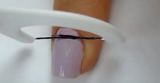 This Simple Trick Will Help You Create A Perfect Striped Manicure