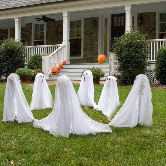 12 DIY Scary Trash Bag Halloween Decorations-DIY Trash Bag Ghosts