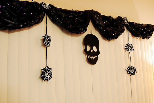 12 DIY Scary Trash Bag Halloween Decorations-Trash Bag Garland