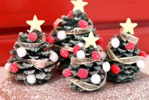 How to DIY Pine Cone Christmas Trees