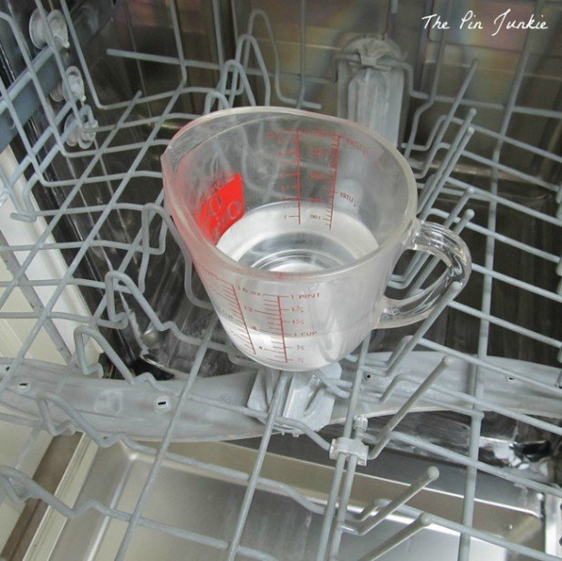 16 DIY Cleaning Hacks - How to Disinfect and clean your dishwasher