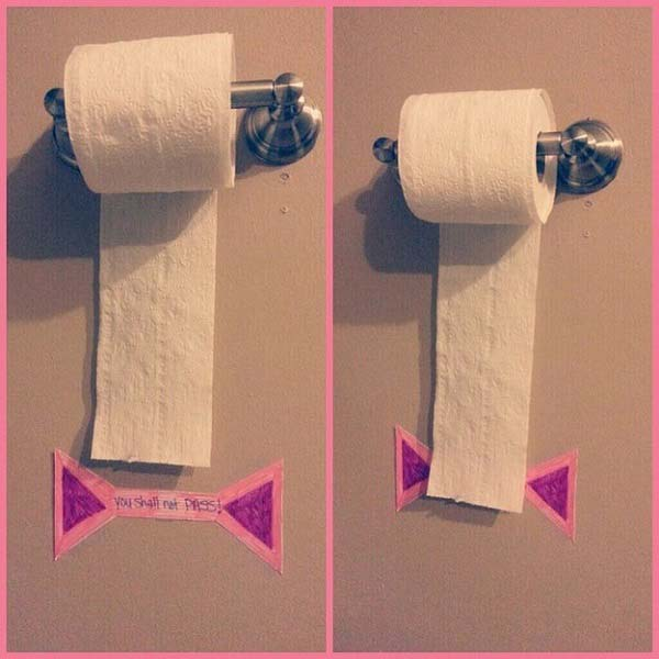20+ Genius Parenting Hacks That Make Parenting So Much Easier-handy sign tells your kids to use toilet paper