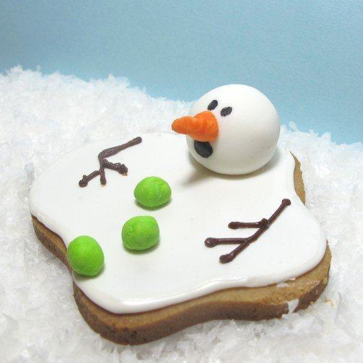 20+ Super Cute Christmas Treats DIY Ideas For This Holiday - Melting Snowman Cookies Tutorial