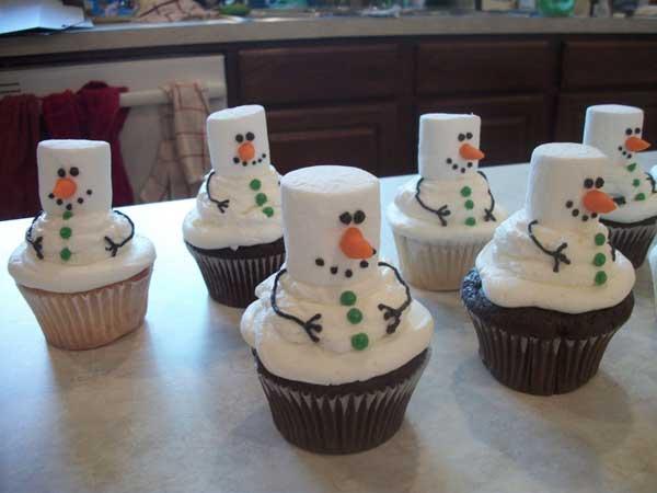 20+ Super Cute Christmas Treats DIY Ideas For This Holiday - Marshmallow Snowman Cupcakes Tutorial