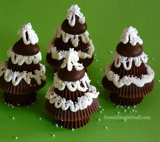 20+ Super Cute Christmas Treats DIY Ideas For This Holiday - Peanut Butter Cup Christmas TreesTutorial
