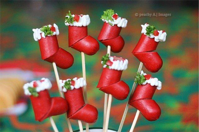 20+ Super Cute Christmas Treats DIY Ideas For This Holiday - Hotdog Christmas Stockings Tutorial
