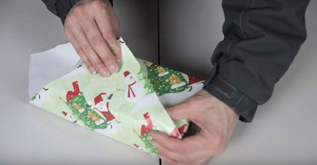 Japanese Way Holiday Gift Wrapping Hack
