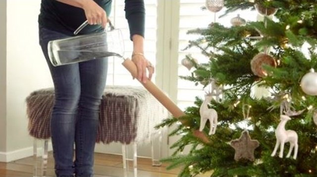 The Christmas Mom Hacks You Won't Miss Out (Video)