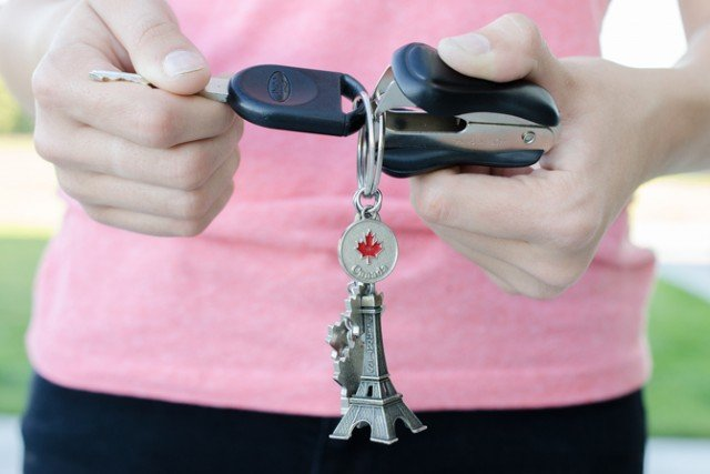 12 Brilliant Hacks To Keep Your Car Organized and Clean4-Pry open a key ring with a staple remover.