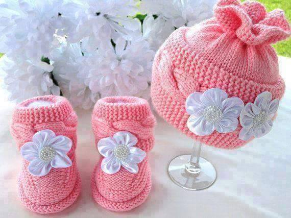 afe04250754e DIY Cable Knit Baby Hat and Booties Patterns