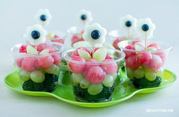15 Fun Fruit Serving Ideas for Kids Party-DIY Melon Flowers Fruit Cup