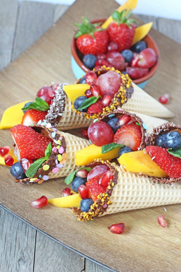 15 Fun Fruit Serving Ideas for Kids Party-DIY Chocolate Dipped Fruit Cone