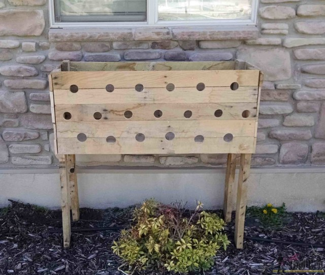 DIY Cascading Pallet Planter Box