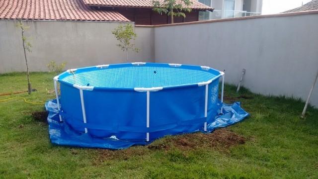 DIY Outdoor Floating Swimming Pool Deck