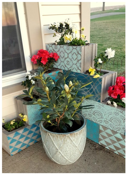 DIY Vertical Corner Cinder Block Planter Tutorials